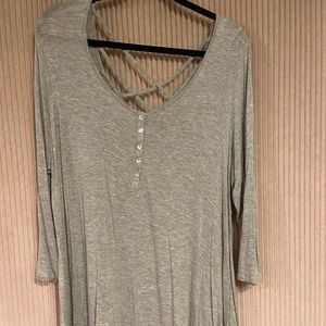3 quarter sleeve gray shirt